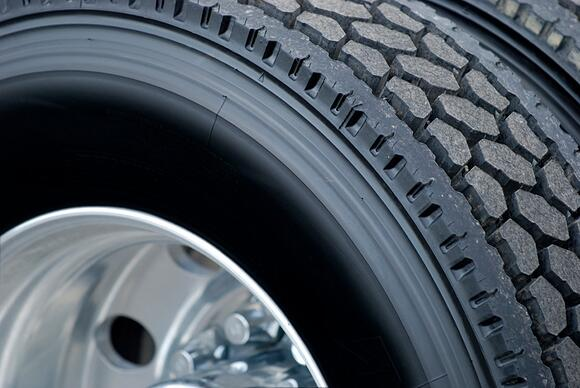 10 Summer Weather Tire Survival Tips