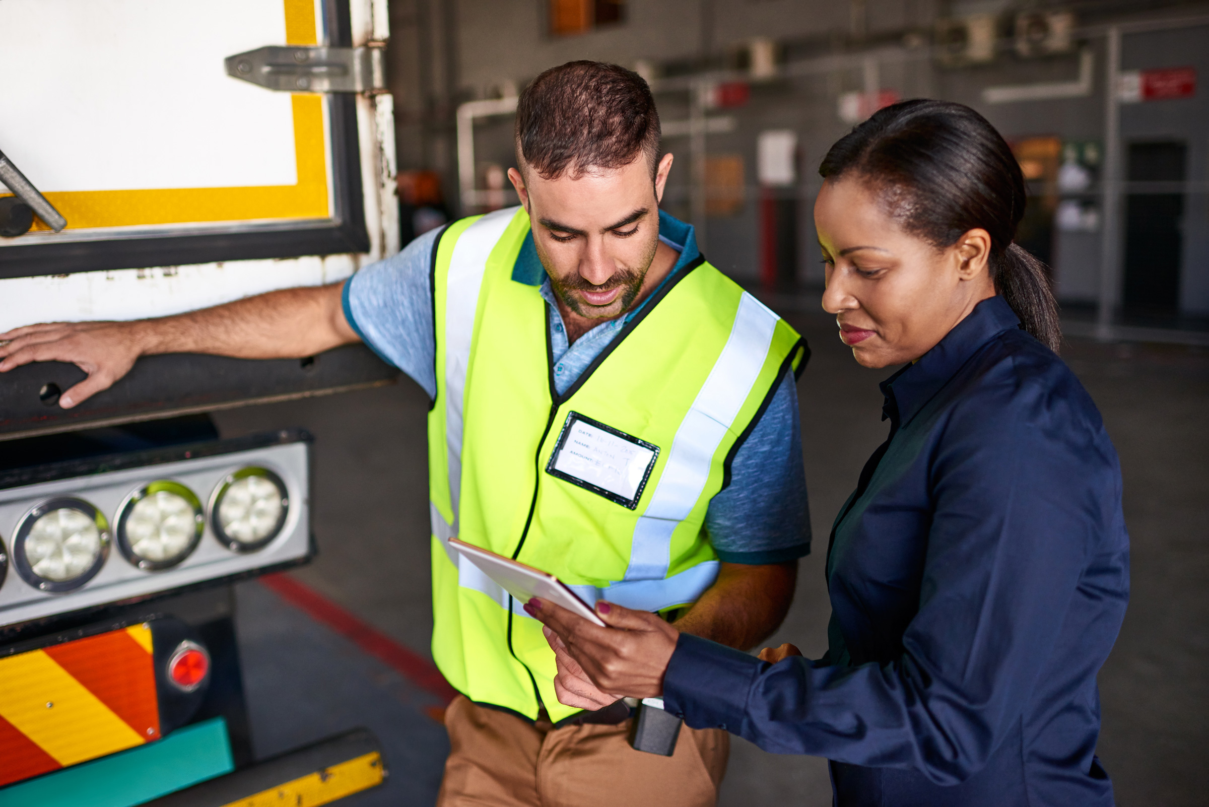 Truck-driver-talking-to-manager